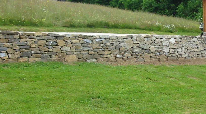 amenagement-exterieur-mur-pierres-savoie