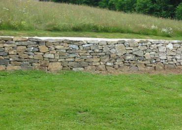 Réfection d'un mur en pierres sèches à Plainpalais, Suisse